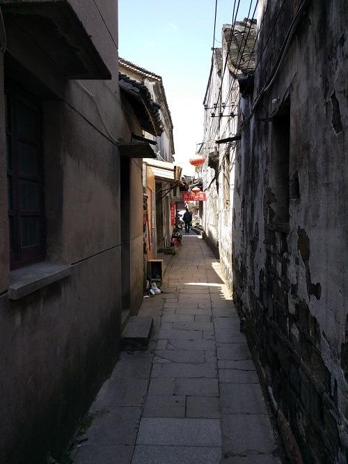 (写真5)周荘の観光エリアは石畳ばかり
