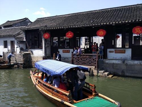 (写真2)中国の建造物と街中を流れる河がマッチしている(江蘇省周荘)