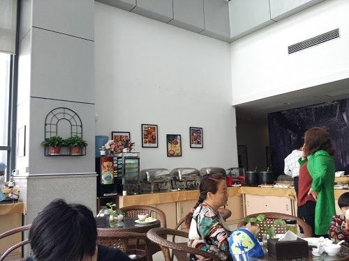 (写真5)石路駅前の莫泰酒店のなかの朝食用レストラン(蘇州市)