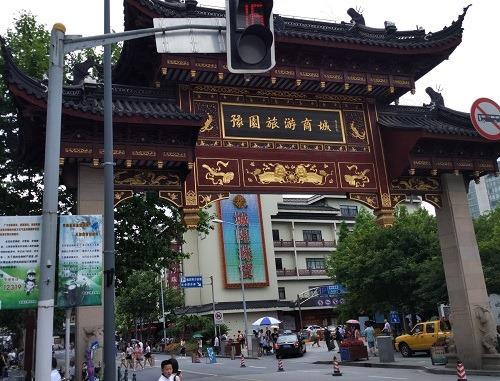 (写真1)上海を代表する観光スポットの豫園旅遊商城(上海市)