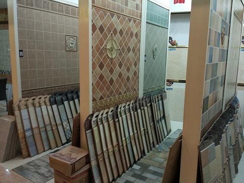 (写真3)卸売り市場には、さまざまなタイルが展示されている(蘇州市)