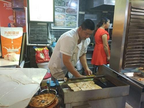 (写真4)新街口(南京)のフードコートで見かけた印度餅