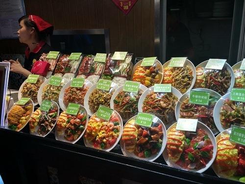 (写真2)20元前後で洋食を提供している(江蘇省・南京市)