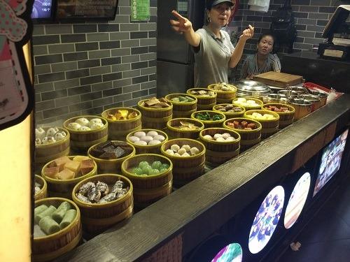 (写真3)観光客にも喜ばれるフードコート(江蘇省・南京市)