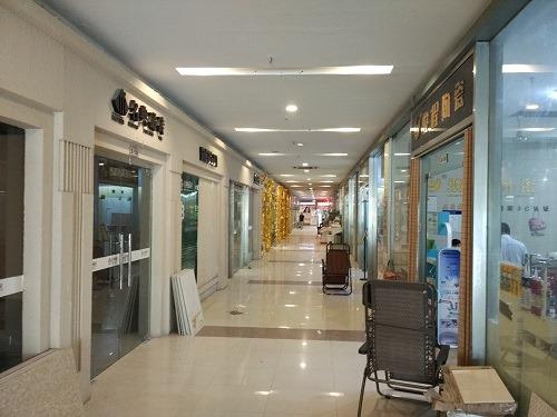 (写真6)東明装飾城の中の様子、ショッピングモール並みの清潔さ(蘇州市)