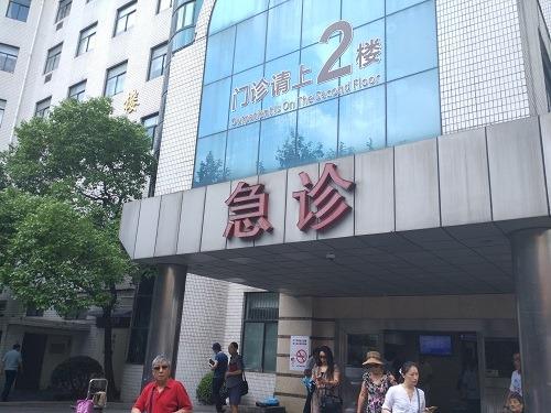 (写真1)中国の大病院はどこも人だかり、患者が途切れることはない