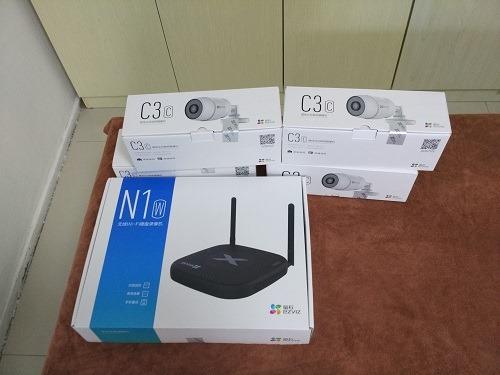 (写真1)螢石(ezviz)の監視カメラC3Cと無線ルーターN1W