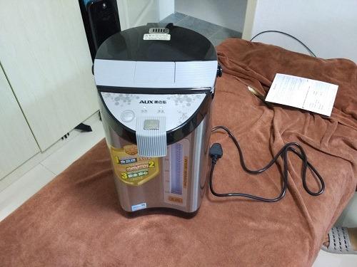 (写真3)159元で販売されているAUX(奥克斯)の電気ポット
