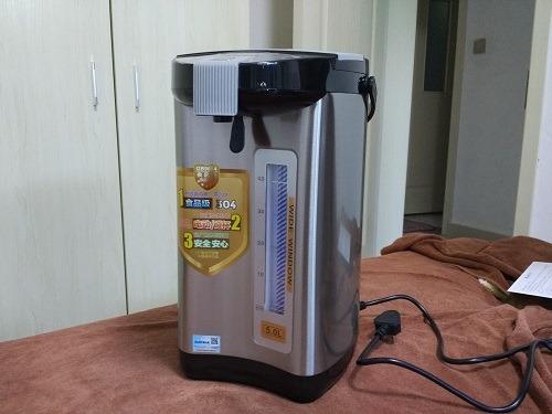 (写真2)日本で販売されていても違和感のないデザイン(AUXの電気ポット)