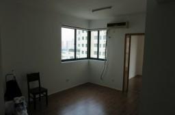 (写真1)契約したマンションのリビング、窓から光が入って明るい