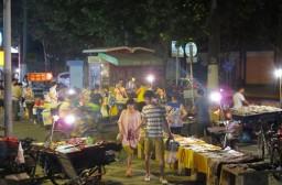 (写真1)中国の街中や駅周辺で見られる露店や屋台