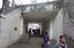 (写真1)広州市越秀区の小北駅(地下鉄)のアフリカ人街につながる通路