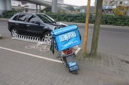 (写真1)上海の街中で目にすることが多い「饿了么」の配送バイク
