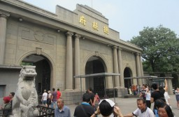(写真1)南京総統府(近代史博物館)の入り口、観光客に人気のスポット