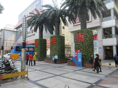 (写真1)常州市を代表する歩行者天国「南大街」(江蘇省・常州市)